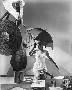 Sophia's Vintage Fashion Pic(k)s: Fashion shot by Horst, Vogue, New York, 1935 Palm Beach, Florida, Yvonne Printemps, Vogue New York, Horst P Horst, Pool Poses, Environmental Portraits, Vintage Fashion Photography, Art Photography