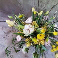Heidi Mikkonen (@floristheidimikkonen) • Instagram-kuvat ja -videot Floral Wreath, Easter, Wreaths, Plants, Instagram, Home Decor, Flower Crown, Decoration Home, Door Wreaths