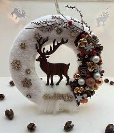 Vianočný veniec na dvere / Ingara - SAShE.sk Rozprávkový vianočný veniec na zavesenie. Handmade z sherpa, prírodný material a vianočne gule. Christmas Fairy, Christmas Makes, Rustic Christmas, Halloween Decorations, Christmas Decorations, Diy Weihnachten, Xmas Ornaments, Holiday Wreaths, Flower Crafts