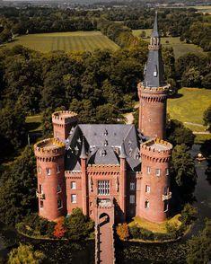 Instagram Accounts, Big Ben, Fairy Tales, Concept Art, Germany, Paris, Explore, Mansions, Castles