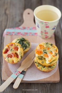 recipe veggie omlette bites, frittatine al forno con verdure Veg Appetizers, Appetizer Buffet, Appetizer Recipes, Best Italian Recipes, Favorite Recipes, Good Food, Yummy Food, Gourmet Cooking, Pub Food