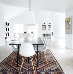 Spisestuen er et af hjemmets samlingspunkter og derfor vigtigt at indrette godt. Få inspiration og idéer til din spisestue i galleriet her med 25 spisestuer.