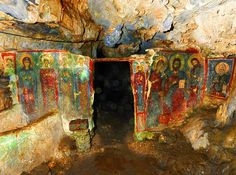 The Cave of Agia Sofia is found near the villages Milopotamos and Kapsali on Kythira island, Greece. A small chapel has been built in. The tradition says that the body of Saint Sophia was found there. Byzantine Icons, Byzantine Art, Byzantine Architecture, Art And Architecture, Santorini, Fresco, Christian Religions, Churches Of Christ, Orthodox Icons