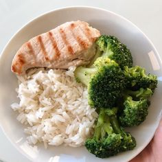 Forgot to eat lunch again. And here it is. - Forgot to eat lunch again. And here it is. Healthy Meal Prep, Healthy Snacks, Healthy Eating, Dinner Healthy, Easy Snacks, Diet Recipes, Healthy Recipes, Shrimp Recipes, Turkey Recipes