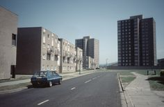 Brilliant picture from the 1980's.  Netherfields Housing estate in Middlesbrough.  (The maisonettes on the left were demolished a few years after this photo was taken.)