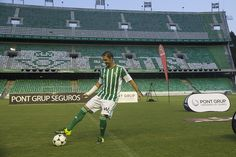 Betis Siviglia: Joaquin torna a casa - Sportmediaset - Sportmediaset - Foto 6 Soccer, Home, Futbol, European Football, European Soccer, Football, Soccer Ball