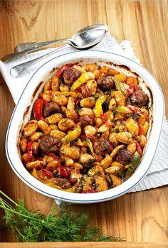 Ένας διαφορετικός τρόπος να μαγειρέψετε τους γίγαντες, συνδυάζοντας τους με κεφτεδάκια σε μια πολύ νόστιμη συνταγή. Greek Recipes, Types Of Food, Kung Pao Chicken, Sweet Home, Beans, Cooking, Ethnic Recipes, Desserts, Kai