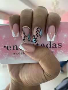 intricate short acrylic nails to express yourself 4 Classy Nails, Stylish Nails, Fancy Nails, Trendy Nails, Cute Nails, Natural Nail Designs, Pretty Nail Designs, Lynn Nails, Indian Nails