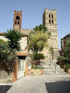 La Cathédrale d'Elne, Pyrénées-Orientales Andorra, Gite Rural, Romanesque Architecture, Languedoc Roussillon, 11th Century, Pyrenees, Sailing, Sidewalk, Mansions