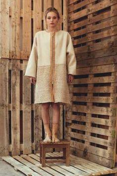 Talento, inovação e dedicação ao trabalho de um dos mais nobres e caraterísticos produtos portugueses. GRIGI - Da malha de cortiça nasce a vontade de um sonho... #GRIGIPT #vestuário #moda #portugal #cortiça Cork, Portugal, Knitting, Cardigan Sweater Outfit, Mesh, Products, Winter Time, Dressing Rooms, Tricot