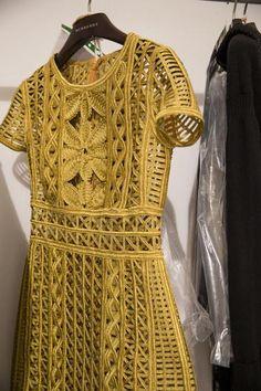Glam Gold Lace Dress by Burberry Prorsum Ready to wear Spring 2016 - London Fashion Week. Fashion Mode, Look Fashion, Runway Fashion, Spring Fashion, High Fashion, Fashion Show, Fashion Trends, Burberry Prorsum, Mode Crochet
