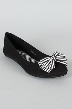 Striped bow ballet flat. Urbanog.