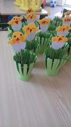 Easter Arts And Crafts, Paper Crafts For Kids, Spring Crafts, Art Activities For Kids, Easter Activities, Anchor Crafts, Diy Ostern, Kindergarten Crafts, Easter Celebration