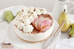 La bavarese alle pere e mandorle è un dessert fresco alla frutta ideale per terminare un pasto importante. Di sicura riuscita lo potrete preparare con cal
