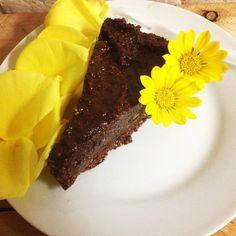 Lembrei que ainda nao compartilhei todas as receitas do meu cha de bebe, vou fazer isso essa semana! ;) Mas primeiro vou compartilhar um bolo de chocolate maravilhoso que criei sob encomenda quando…