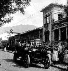 AVENIDA LA PLAYA Antique Cars, Antiques, Medellin Colombia, Old Photography, Beach, Fotografia, Pictures, Historia, Vintage Cars