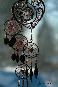 New jewerly bohemian diy dream catchers Ideas Wire Crafts, Diy And Crafts, Arts And Crafts, Creation Deco, Sun Catcher, Wire Art, Wind Chimes, Weaving, How To Make