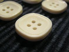 50 Stück Hemdknöpfe,4 loch Weiß,Quadratisch Seitenlänge ca.17 mm,Neu,Lübecker Knopfmanufaktur von Knopfshop auf Etsy
