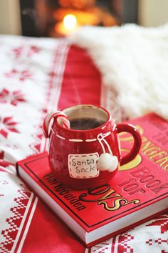 Briar Rose: Curl up, it's Christmas. Cosy Christmas, Christmas Coffee, Merry Little Christmas, Christmas Candy, Christmas And New Year, Christmas Themes, Christmas Holidays, Holiday Decor, Christmas Preparation