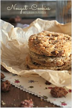 Nougat Cookies mit gebrannten Mandeln