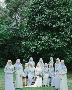from - Ramai kata baju depa chantek! Boleh tgk kat OP : Handbouquet : by muslimbridesmaids Muslimah Wedding Dress, Muslim Wedding Dresses, Muslim Brides, Wedding Gowns, Bridesmaid Dresses, Wedding Cakes, Muslim Couples, Wedding Bridesmaids, Bridal Hijab