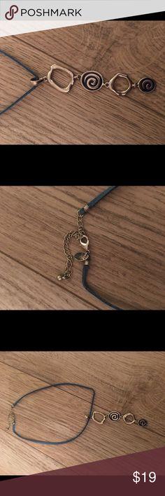 Lia Sophia necklace Very pretty Lia Sophia necklace! Lia Sophia Jewelry Necklaces