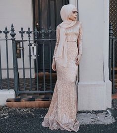 Muslim Prom Dress, Hijab Prom Dress, Hijab Gown, Kebaya Hijab, Hijab Outfit, Modest Formal Dresses, Elegant Prom Dresses, Lovely Dresses, Satin Dresses