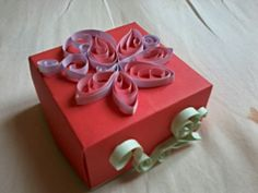 DIY gift box with paper quilling