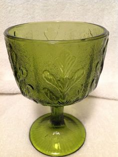 There is also a little bubble inside the glass near the bottom of the vase, most likely a manufacturer imperfection. Leaf Design, Flower Vases, Green Leaves, Punch Bowls, Serving Bowls, Im Not Perfect, Bubbles, Tableware, Glass
