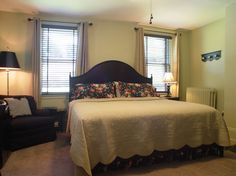 The Edith Wharton room has a king bed, single person jacuzzi-style tub with a shower above, HDTV, DVD player and gas fireplace.