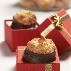 Kokosky s náplní Slovak Recipes, Czech Recipes, Russian Recipes, Baking Recipes, Cookie Recipes, Snack Recipes, Christmas Sweets, Christmas Baking, Christmas Candy