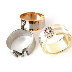 #taşlıyüzük #harfliyuzuk #gümüş #yüzük Napkin Rings, Jewelery, Personality, Wedding Rings, Engagement Rings, Jewlery, Enagement Rings, Jewels, Jewerly