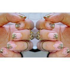 Ein bisschen mehr und viel mehr goldener Glitzer 💞 #tjakasasnails 💅🎄💅🎄💅🎄💅🎄💅#nailpolish #nagellack #nailpolishswatch #naturalnails #nägel #maniküre #glitterfrench  #lackiert #cutenails #showmynails #beautyblogger #manicure #winternails #christmasnails #glittergradient #nageldesign #naildesign #gradientnails #gold #glitternails #newyeareve #sylvester #glitzer