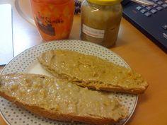 Petra startete in den ersten Vegan Wednesday des Jahre mit Kornspitz, Marillenaufstrich, Erdnusscreme und Banane