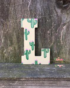 Succulent Painting Hanging Gardens 56 Ideas For 2019 Cactus Wall Art, Cactus Decor, Cactus Cactus, Indoor Cactus, Desert Cactus, Cactus Diys, Desert Plants, Cactus Y Suculentas, Wood Letters
