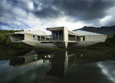 Casa contemporánea en medio de la selva cuyas formas no se imponen, se adaptan a la naturaleza - Noticias de Arquitectura - Buscador de Arquitectura