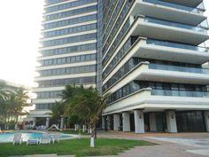 Villas de Mocambo M: Depto vista al mar: 3 recámaras, 2.5 baños, cocina integral, elevador, alberca, salón de eventos, vigilancia. Inf.2291347448 www.inversioninmobiliariam.com
