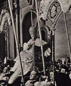 "Pope Pius XII on the ""Sedia Gestatoria"""