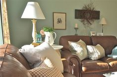 Here is a cottage look done with brown leather sofas, unusual but looks good.  I…