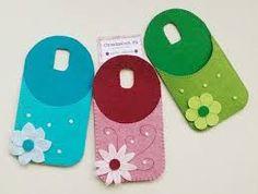 Immagine correlata Felt Diy, Felt Crafts, Diy And Crafts, Felt Phone Cases, Christmas Craft Show, Joelle, Art N Craft, Craft Show Ideas, Fathers Day Crafts
