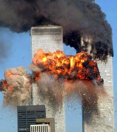 Het verhaal achter de beklijvende foto van de man die 15 jaar geleden loodrecht uit de Twin Towers sprong