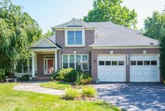 13915 Willow Tree Drive Rockville, MD 20850 Offered at $1,025,000 Sensational 5 bedroom home with first floor master! View Virtual Tour: http://tour.homevisit.com/view/174326