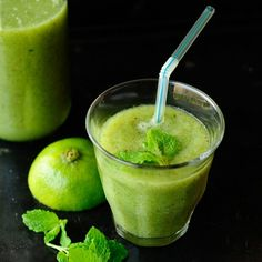 Delicious and fresh green detox cocktail made with a green apple, cucumber, kiwi and mint.