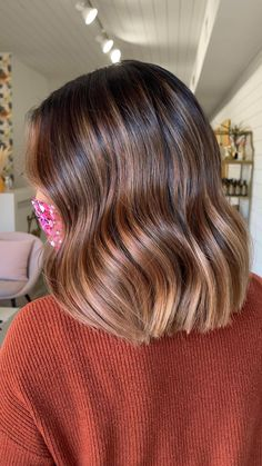 Brown Hair Balayage, Balayage Highlights, Caramel Balayage Bob, Medium Hair Styles, Curly Hair Styles, Dark Hair With Highlights, Shot Hair Styles, Hair Colorist, Brunette Hair