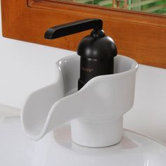 This Single Handle Bathroom Sink Faucet offers outstanding performance, simplified installation and ease of cleaning. Lavatory Sink, Bathroom Sink Faucets, Undermount Sink, Bathroom Towels, Washroom, Gadget, Oil Rubbed Bronze Faucet, Single Handle Bathroom Faucet, Glass Sink