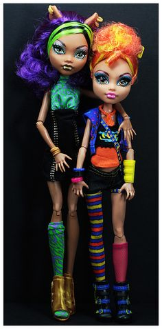 Sisters of the Full Moon  (Clawdeen and Howleen of Monster High)