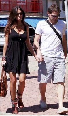 Sara carbonero e Iker Casillas street style