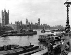 London by George Reid, c.1920-1933 // Houses of Parliament from Lambeth Pie