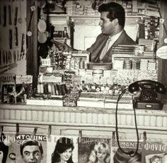 Λόλα, να ένα άλλο: Περίπτερα, περιπτεράδες και ιστορίες της γειτονιάς ! Greece Pictures, Old Pictures, Old Photos, Vintage Photos, Greece Photography, Vintage Photography, Greek History, Greek Culture, Athens Greece