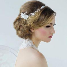 Bruidskapsel,Tiara, Diadeem, Bruidssieraden, Sieraden bruid, Haarjuweel, Swarovski, Wedding hairstyles, Bandana, Haarband, Haarsieraad, Trouwjurken, Online webshop www.sayyestothedress.nl